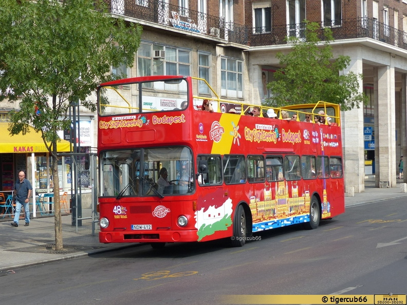 SD200_unbekannt_2015.08.05 City Sightseeing Budapest NDW-412 Károly krt. (tigercub66_Flickr)_01.jpg